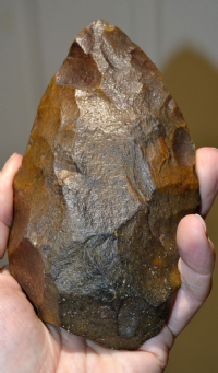 "A large, superb and attractive Mid-Late Paleolithic ""Mousterian - Neanderthal"" flint hand axe from Vic-sur-Aisne, Northern France. (A33)"